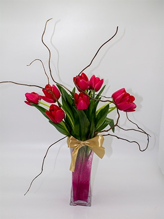 Florero tulipanes en vidrio