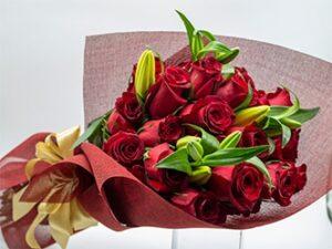 Ramos de rosas y lilium