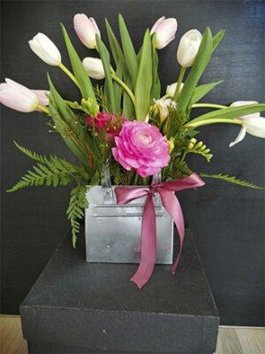 Cartera de latón con tulipanes y ranúnculos 02