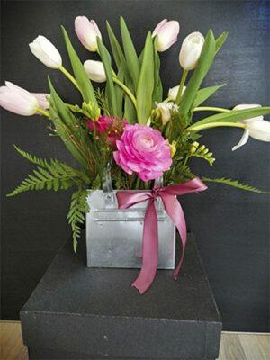Cartera de latón con tulipanes y ranúnculos 05