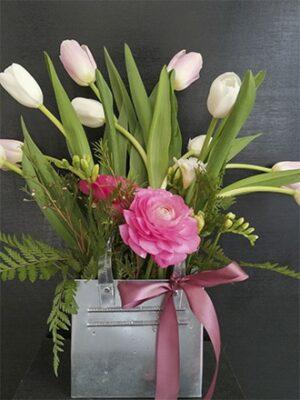 Cartera de latón con tulipanes y ranúnculos 015