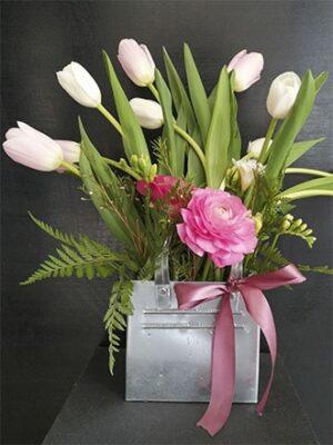 Cartera de latón con tulipanes y ranúnculos 016