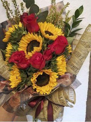 Ramos de flores de girasoles con rosas