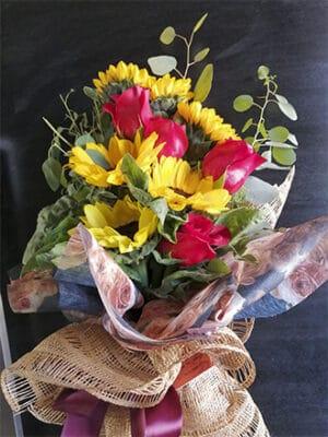 Ramos de Flores con girasoles y rosas